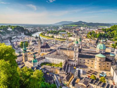 Panorama ansicht über Salzburg entlang der Salzach