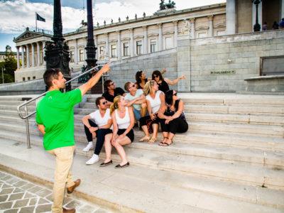Guide erklärt Geschichte des Parlaments Wien
